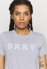 DKNY - TRACK LOGO - Print T-shirt - pearl heather grey - 4