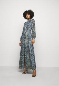 Temperley London - OCELOT PRINTED DRESS - Košilové šaty - powder blue - 0