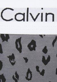 Calvin Klein Underwear - MODERN TANGA - String - pewter - 5