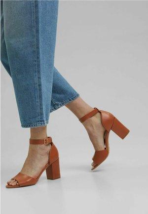Peeptoe heels - caramel