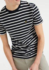 WE Fashion - MET STREEPDESSIN - Print T-shirt - dark blue - 3