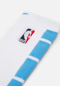 Nike Performance - NBA LA LAKERS CITY EDITION ELITE CREW SOCK - Sports socks - white/coast - 1