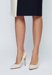 BOSS - EDDIE  - High heels - natural - 1