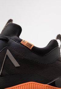 ARKK Copenhagen - STORMRYDR VULKN VIBRAM - Sneakersy niskie - black/orange - 5
