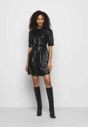 ABITO CHEMISIER SPALMATO CON CINTURA - Shirt dress - nero