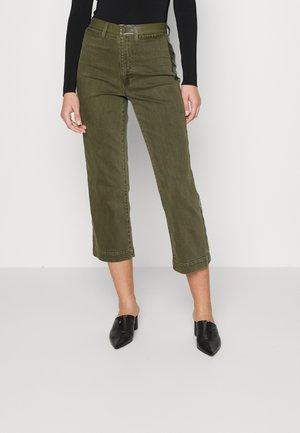 ALI STOVE PIPE - Straight leg jeans - olive