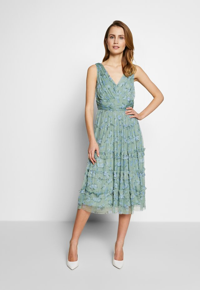 SLEEVELESS GATHERED WAIST MIDI DRESS - Juhlamekko - green