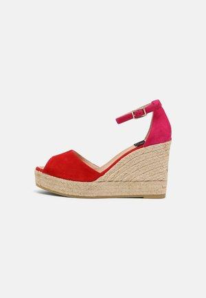 SIRA - Sandály na platformě - rojo/kenzo