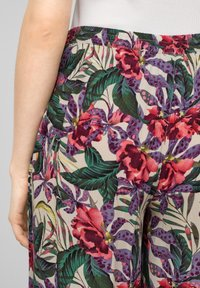 QS by s.Oliver - Trousers - beige floral aop - 4