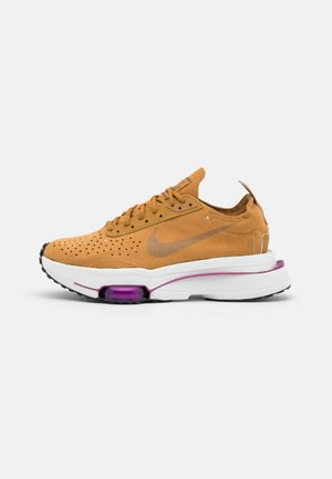 ZOOM TYPE - Sneakers basse - wheat/ironstone/red plum/summit white