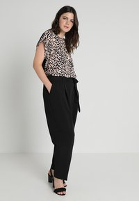 New Look Curves - MILLER PAPER BAG TROUSER - Bukser - black - 2