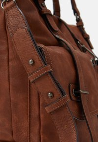 Tamaris - BERNADETTE  - Shopping Bag - cognac - 3