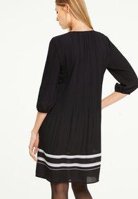 comma - MIT KONTRAST-DETAILS - Day dress - black - 2