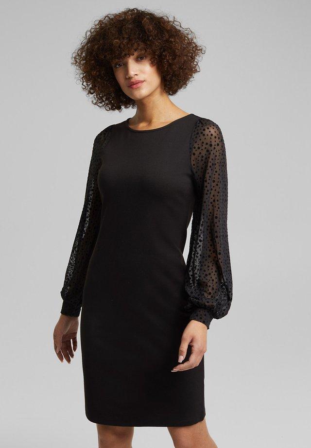MIT MESH-ÄRMELN - Jersey dress - black