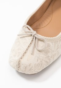 Clarks Unstructured - FRECKLE ICE - Ballet pumps - offwhite - 2