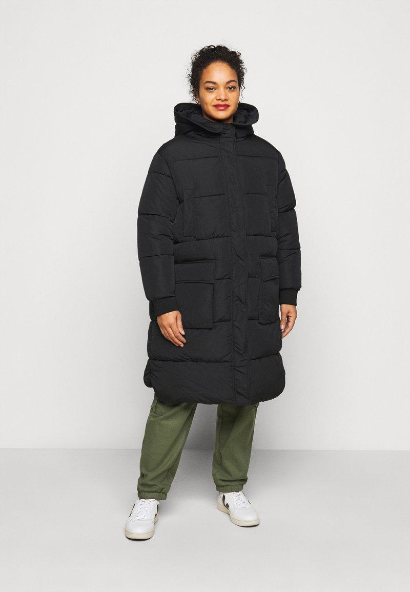 Pieces Curve - PCSEVIGNE PADDED JACKET - Winter coat - black