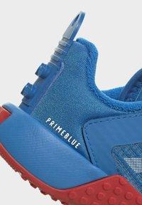 adidas Performance - X LEGO SPORT RUNNING ACTIVE PRIMEBLUE - Juoksukenkä/neutraalit - blue/white/red - 8
