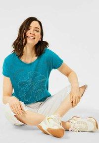Cecil - MIT BURNOUT-OPTIK - Print T-shirt - blue - 2