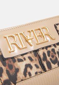 River Island - Portemonnee - beige - 3