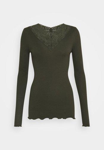 Long sleeved top - black green