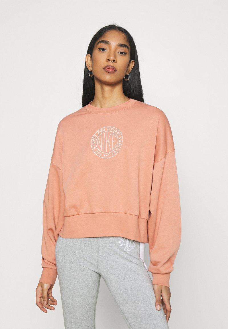 Nike Sportswear - FEMME CREW - Sweatshirt - terra blush/terra blush/orange pearl
