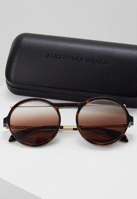Alexander McQueen - Solbriller - havana brown - 2