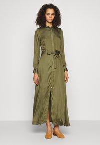 Banana Republic Tall - TRENCH MAXI DRESS - Maxi šaty - jungle olive - 0
