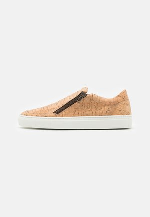EFE VEGAN - Trainers - brown