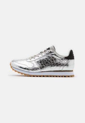 YDUN SHINY - Trainers - silver