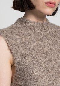 Pieces - PCFREE O NECK MINI DRESS - Jumper dress - silver mink - 4