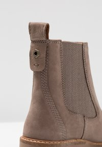 Timberland - COURMAYEUR VALLEY CHELSEA - Classic ankle boots - taupe grey - 2
