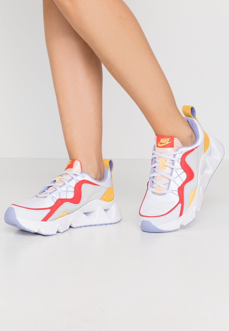 Nike Sportswear - NIKE RYZ 365 RF - Trainers - white/washed coral/track red/topaz gold/football grey/light thistle