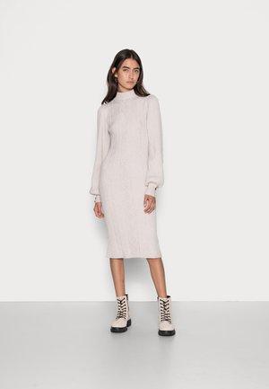 OBJMAKENZY DRESS  - Strikket kjole - taupe