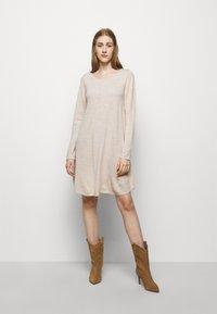 Repeat - Strikket kjole - beige melange - 0