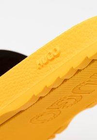 HUGO - MATCH - Sandalias planas - dark yellow - 5