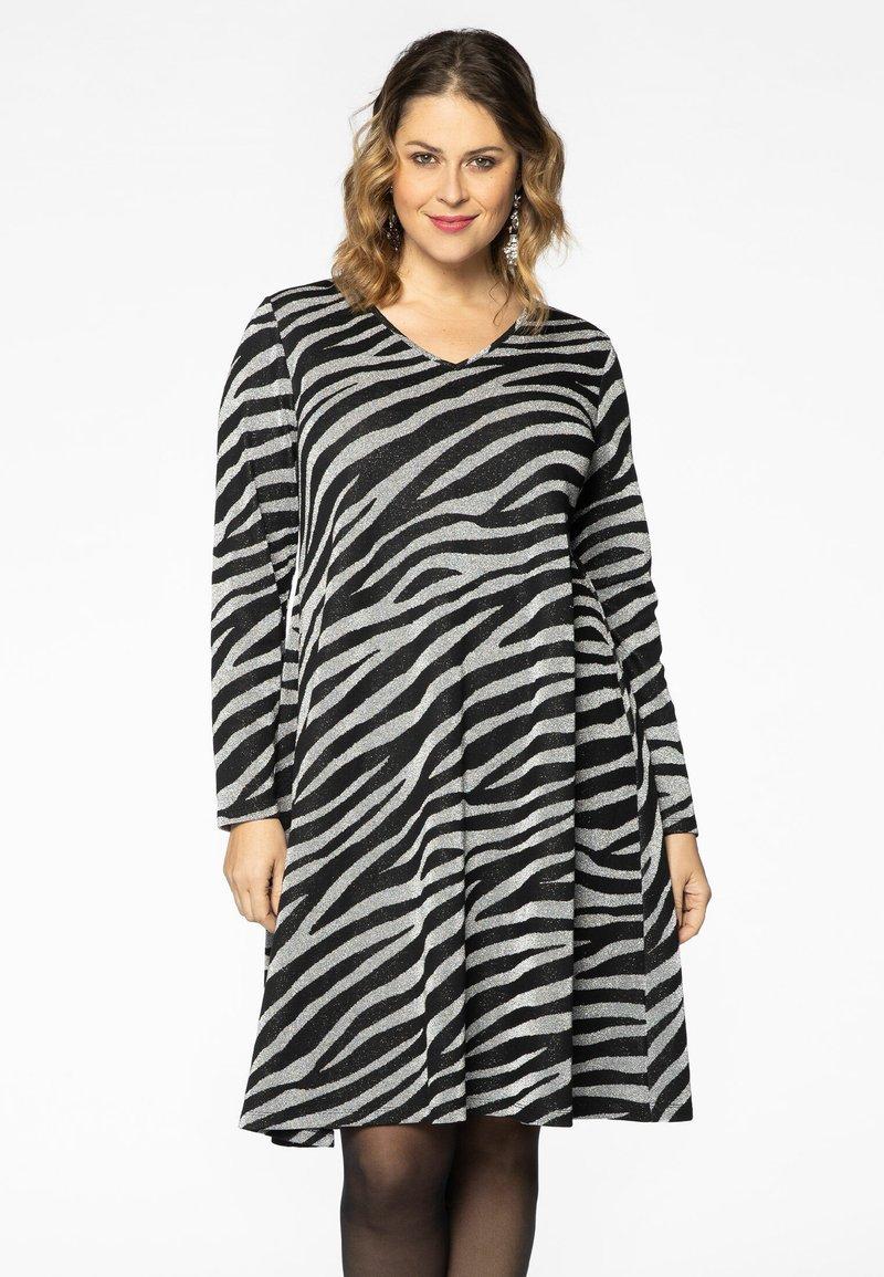 Yoek - Jumper dress - black