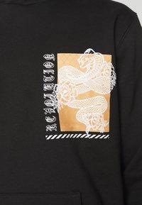Urban Threads - FRONT & BACK GRAPHIC PRINT HOODY UNISEX - Hoodie - black - 5