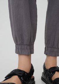 PULL&BEAR - Tracksuit bottoms - mottled light grey - 5