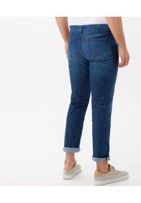 BRAX - STYLE CHUCK - Slim fit jeans - regular blue used - 2
