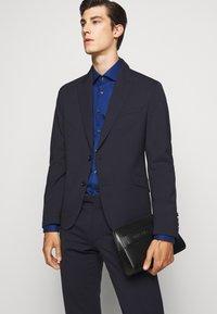 Michael Kors - POPLIN SLIM - Shirt - royal blue - 3