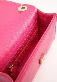 Valentino Bags - DIVINA  - Across body bag - fuxia - 3