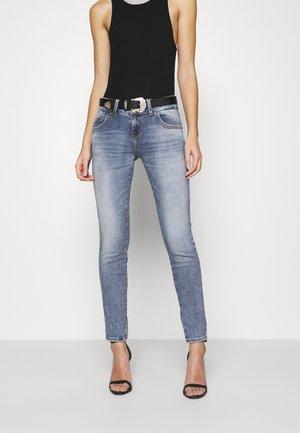 Jeans slim fit - yule wash
