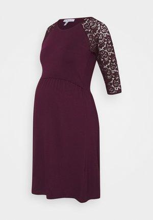 EDWINA - Jerseyklänning - aubergine