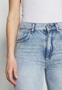 KENDALL + KYLIE - STRAIGHT LEG PANEL  - Straight leg jeans - light blue - 4