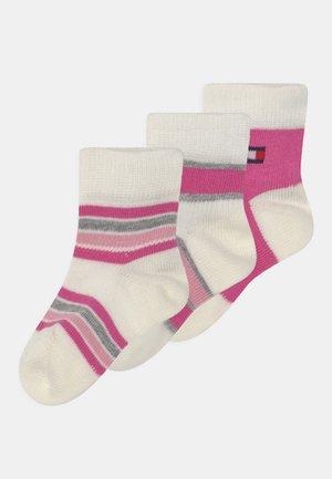 BABY NEWBORN STRIPE GIFTBOX 3 PACK UNISEX - Sokken - pink