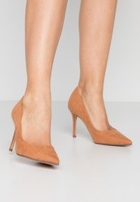 Dorothy Perkins - DELE POINT COURT - Højhælede pumps - tan - 0