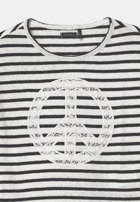 IKKS - MARINIERE - Print T-shirt - blanc cassé - 2