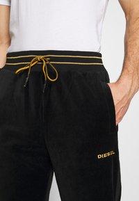 Diesel - UMLB-DARREN-CH TROUSERS - Pantaloni sportivi - black - 5