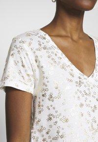 GAP - T-shirt z nadrukiem - milk - 4