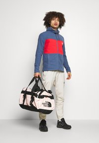 The North Face - BASE CAMP DUFFEL M UNISEX - Sports bag - pink/black - 0